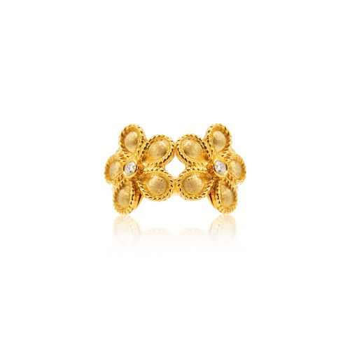 Daisy ring in 18KT yellow gold with diamonds.