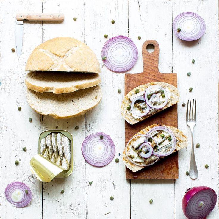 再アップごめんなさい ・ オイルサーディンとクリームチーズの オープンサンドイッチ ・ Oil sardines and cream cheese Open sandwich ・ ・ #三度の飯よりパンが好き #うちごはん#男の料理#うちカフェ #オープンサンド