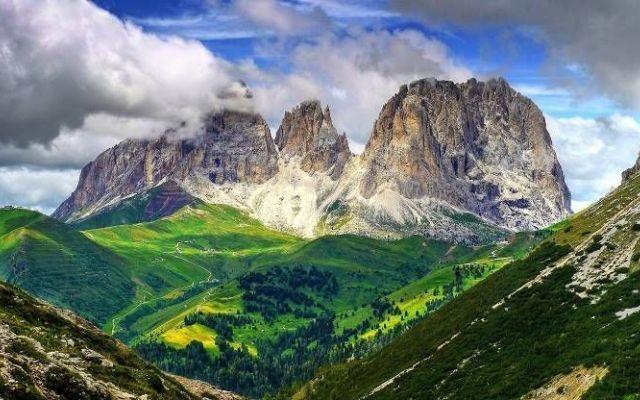 5 Ragioni Per Amare La Montagna In Estate Quando si avvicina il momento di decidere dove si va in vacanza, la montagna in estate presenta tanti vantaggi. Così il mondo dei vacanzieri si divide equamente in due partiti. #montagna #estate #vacanza