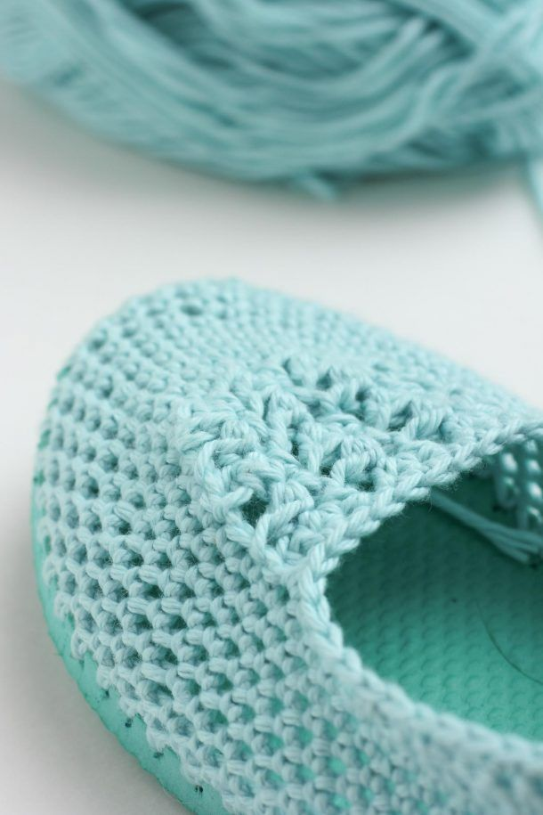 Cotton yarn and a flip flop sole make this free crochet slippers pattern perfect for warmer weather. Click to get the full pattern. | MakeAndDoCrew.com