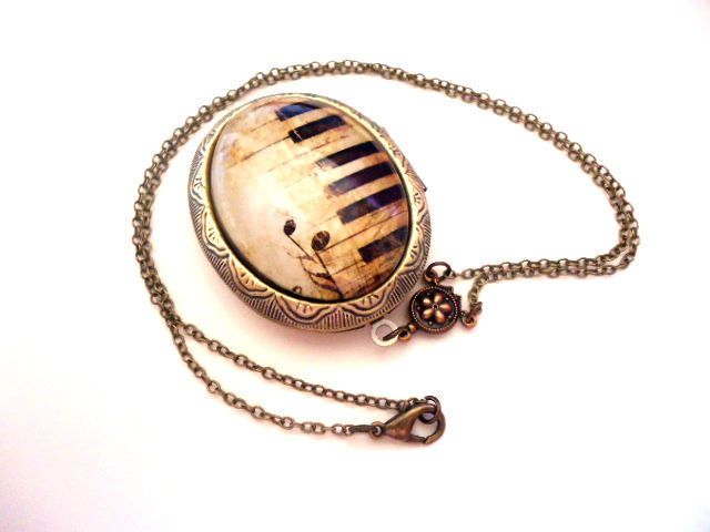 Medaillonketten - Antik Silber Musik Noten Foto Medaillon - ein Designerstück von MadamebutterflyMeagan bei DaWanda