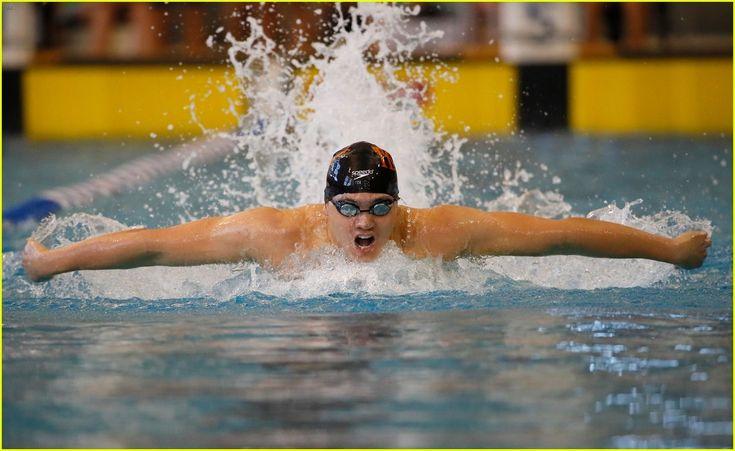 Joseph Schooling, Singapore vann herrarnas 100m fjärilsim 50.39, silver till 3 simmare Michael Phelps, USA, Chad Le Clos, Sydafrika och Laszlo Cseh, Ungern 51.14.