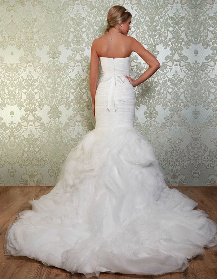 TULIP The fitted gown gives a stunning silhouette and the fabulous skirt offers a touch of glamour and sophistication. https://www.wed2b.co.uk/vintage-wedding-dresses/viva-bride-tulip.php