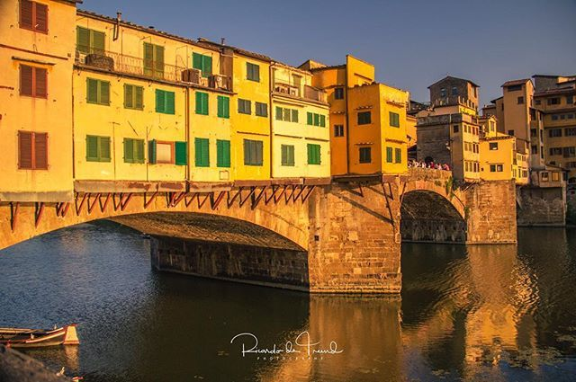 The late afternoon sun beats down over the Ponte  Vecchio on the River Arno in Florence. Crowds have already started gathering to secure their places to capture the impending sunset 😃============================= 📷Canon EOS 60D 📸Canon EFs 18-200mm f/3.5 IS USM 18mm f/3.5 ISO 200 for 1/400 sec ============================== #igers_firenze #italian_places #through_italy #ig_firenze #Loves_United_Florence #firenzecard #italy_vacations ig_italy  #ig_italia  #feedbacknation #citylights…
