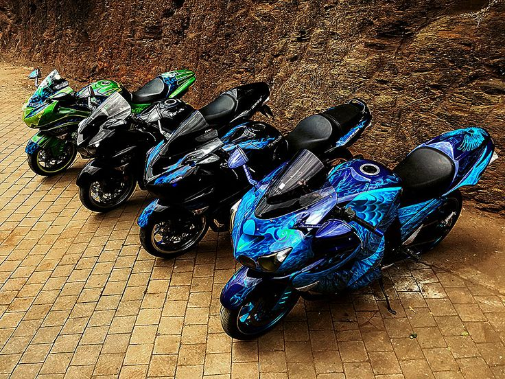 Kawasaki ZX1400 Squad goals! All painted by PAZ.