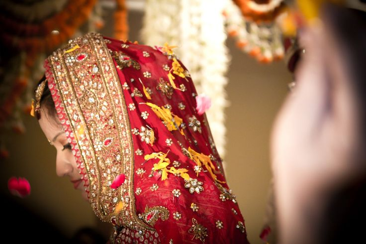 Indian Wedding - Visit iPicFrames and make the most of your experience in India! Like our FB page https://www.facebook.com/iPicFrames/and for more #indian wedding and inspiration! #wedding #candidwedding #coupleshoot