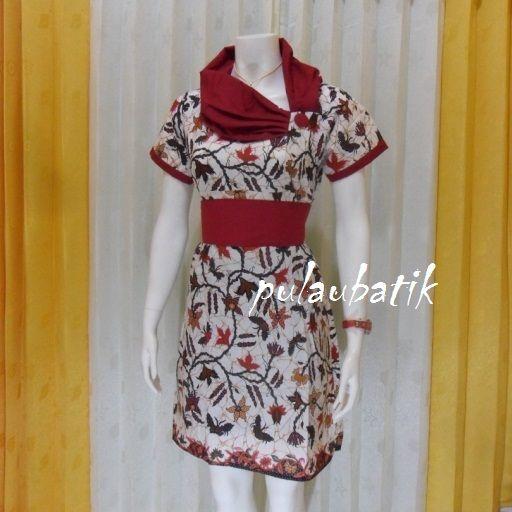 Dress batik model pramugari yang dibuat dari bahan jenis katun dwngan motif batik solo moderen.  Dijual dress batik wanita harga murah