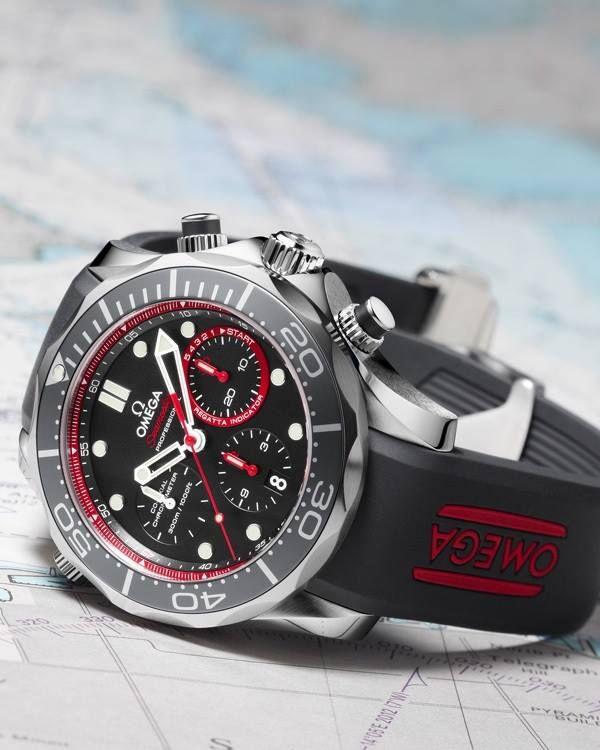 """Si buceas o participas en regatas de yates, OMEGA pensó en ti para idear el #reloj """"Seamaster Diver ETNZ"""", un modelo con caja de acero inoxidable y funciones para rendir al máximo en cualquier deporte acuático."""
