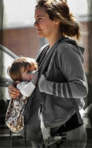 28 Best Celebrities Breastfeeding images | Breastfeeding ...