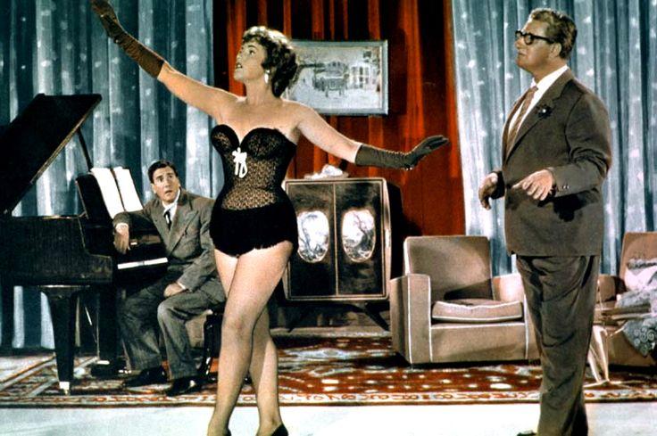"""Fulvia Franco with revue and comedy stars Pietro De Vico (left) and Mario Carotenuto in Giorgio Simonelli's comedy """"Al sud niente di nuovo"""" (Italian title: """"To the South Nothing to Report"""", 1956)."""