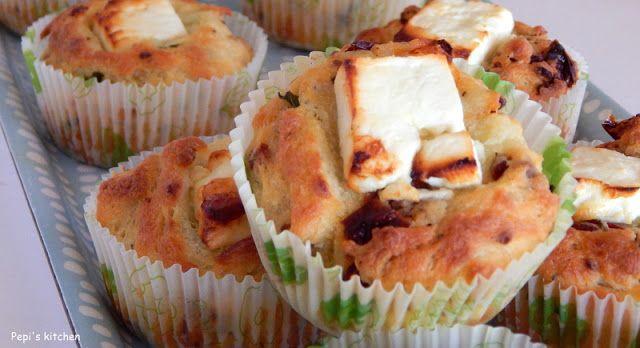 Μάφινς με φέτα και λιαστή ντομάτα http://www.pepiskitchen.blogspot.gr/2013/09/muffins-me-feta-kai-liasti-ntomata.html