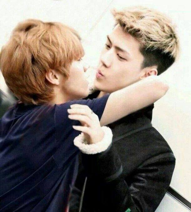 HunHan having a moment... We should give them some privacy guys...
