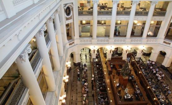 Interior Casa Central: Ahumada 251, Santiago de Chile. Mesa Central: 653 11 11