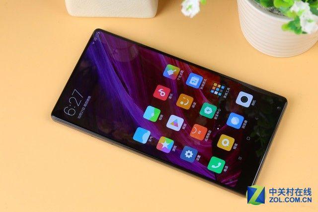 """Xiaomi Mix é um dos carros-chefe da fabricante chinesa em 2016. O smartphone chega ao mercado ostentando uma tela de 6.4"""" em um corpo de 5.5"""".  Não bastasse o design inovador, o aparelho vem com hardware de respeito: Snapdragon 821, 6gb de RAM e 256gb de armazenamento. Seria nosso sonho ver este aparelho no Brasil? #timBETA #BetaAjudaBeta #OperaçãoBetaLAB #BetaSegueBeta"""