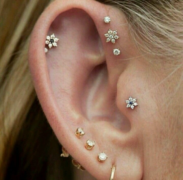 I love these earrings as well as the piercings I need to look into this