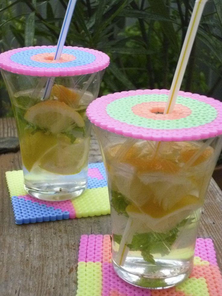 Je glas afdekken met een schijf van strijkkralen, tegen insecten. Om zelf te maken met vrolijke kleuren. handig!