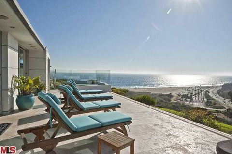 Betsy Russell's Malibu Mobile Home   Photo 1   TMZ.com - This is why the asking price is $2 million