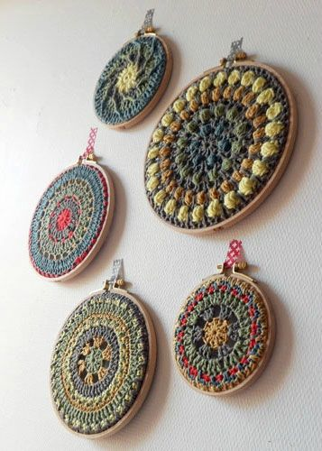 Nice idea to use embroidery hoops to frame round crochet motifs or mandalas