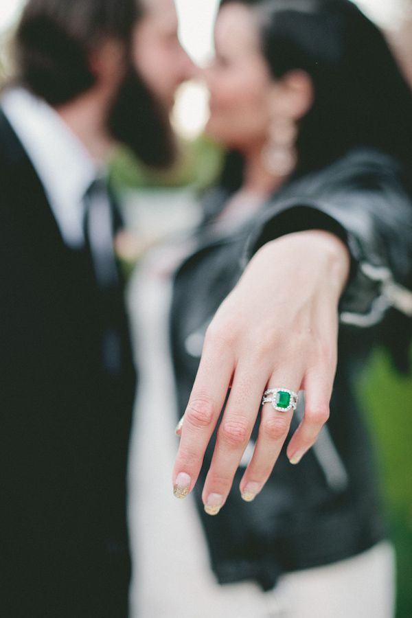 emerald stone wedding ring http://trendybride.net/color-stone-wedding-ring-ideas/ #trendybride
