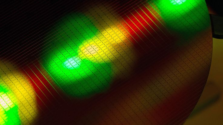 Semiconductor manufacturing at Infineon Technologies in Villach, Austria (© Krisztian Bocsi/Bloomberg/Getty Images) – 2016-12-05 [http://www.bing.com/search?q=semiconductor+device&form=hpcapt&filters=HpDate:%2220161205_0800%22]