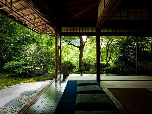 日本建築の大きな要素の一つは影の使い方。 光と相まって、そこに深遠な世界を創りだす。 l9g:  classics:  mihailjp:  tagkaz:yaruo:kml:jacony:nemoi:ak47:itoshiki:                (via Marser)