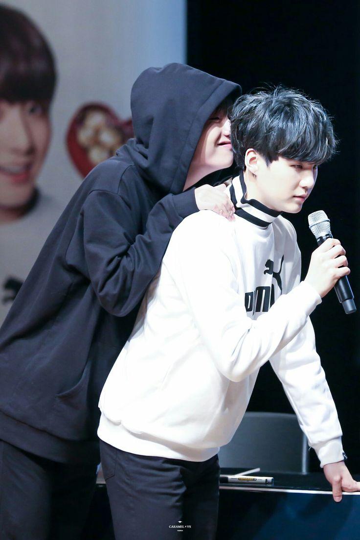 V and Suga~ Taëgi~❤ BTS PUMA Fansign (170304 my heart is hurting) #BTS #방탄소년단