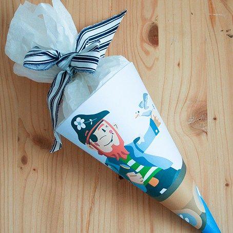 Für den ersten Kindergartentag oder für die kleinen Geschwisterchen, die bei der Einschulung von den Großen nicht heulend ohne etwas daneben stehen sollen: Mini Piraten-Schultüte zum Selber-Ausdruc…