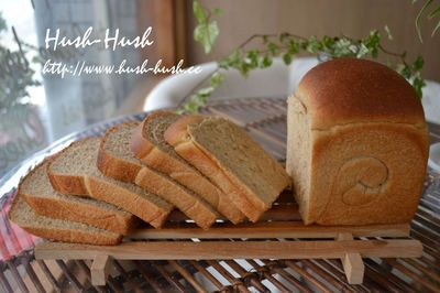 ホールウィートブレッド Wholewheat bread  全粒粉で作ったパン。