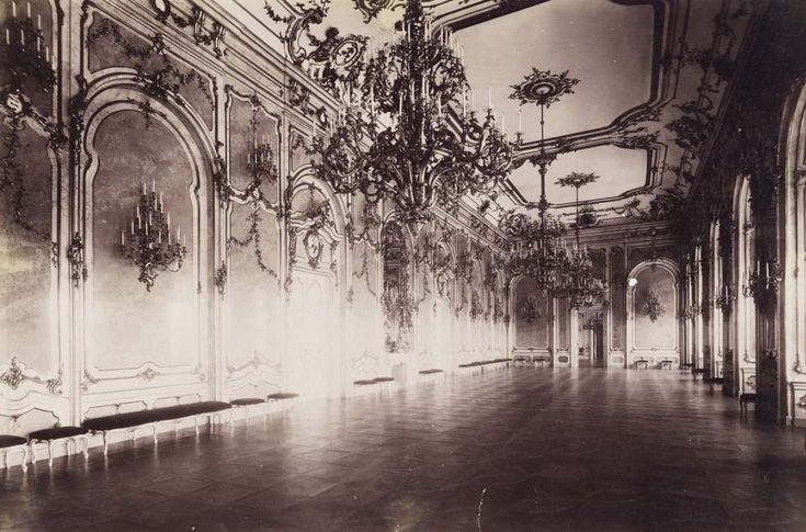 a Királyi Palota díszterme. A felvétel 1890 után készült. A kép forrását kérjük így adja meg: Fortepan / Budapest Főváros Levéltára. Levéltári jelzet: HU.BFL.XV.19.d.1.07.182