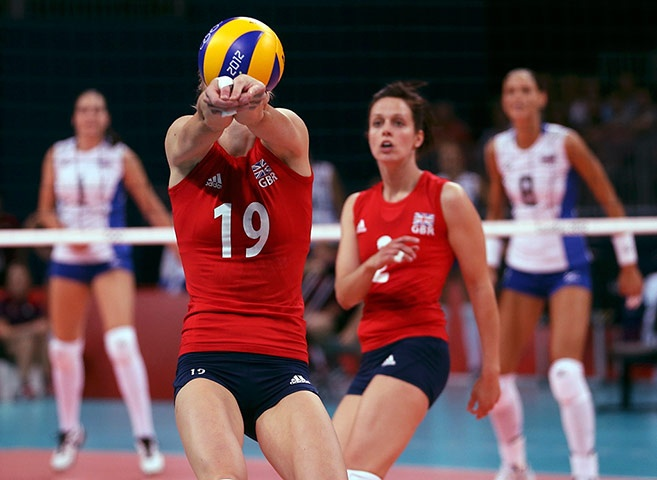 The women's volleyball team lost to Russia by three sets to nil (25-19, 25-10, 25-16)