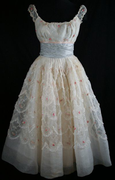 Beautiful vintage dress!