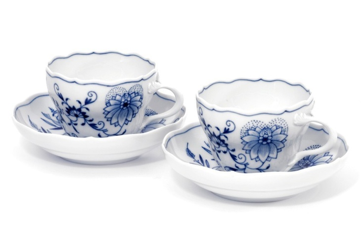 "Cups & saucers set, Shape ""Neuer Ausschnitt"", Blue Onion, white rim -Meissen-"