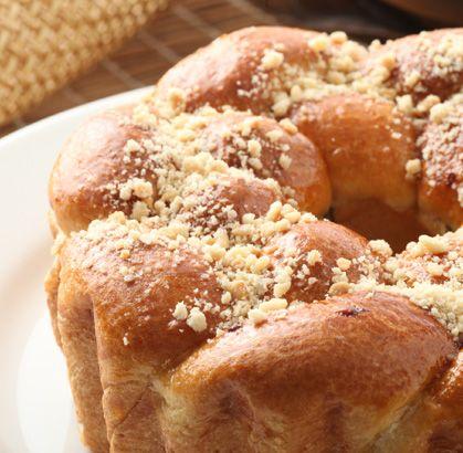 """Viernes de antojo... Disfruta hoy de la PASCUA con un delicioso """"PAN DE PASCUA"""" de la #reposteriaastor  www.elastor.com.co"""