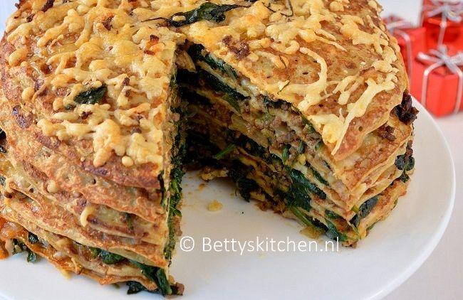 Een hartige taart van pannenkoeken met spinazie en gehakt! Ideaal als voorgerecht tijdens de feestdagen, want deze taart deel je met heel de familie.