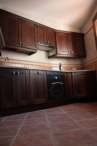 Dise o de cocinas dise o de cocinas en chinchon madera rustico oscuro encimera de granito - Cocinas de diseno precios ...