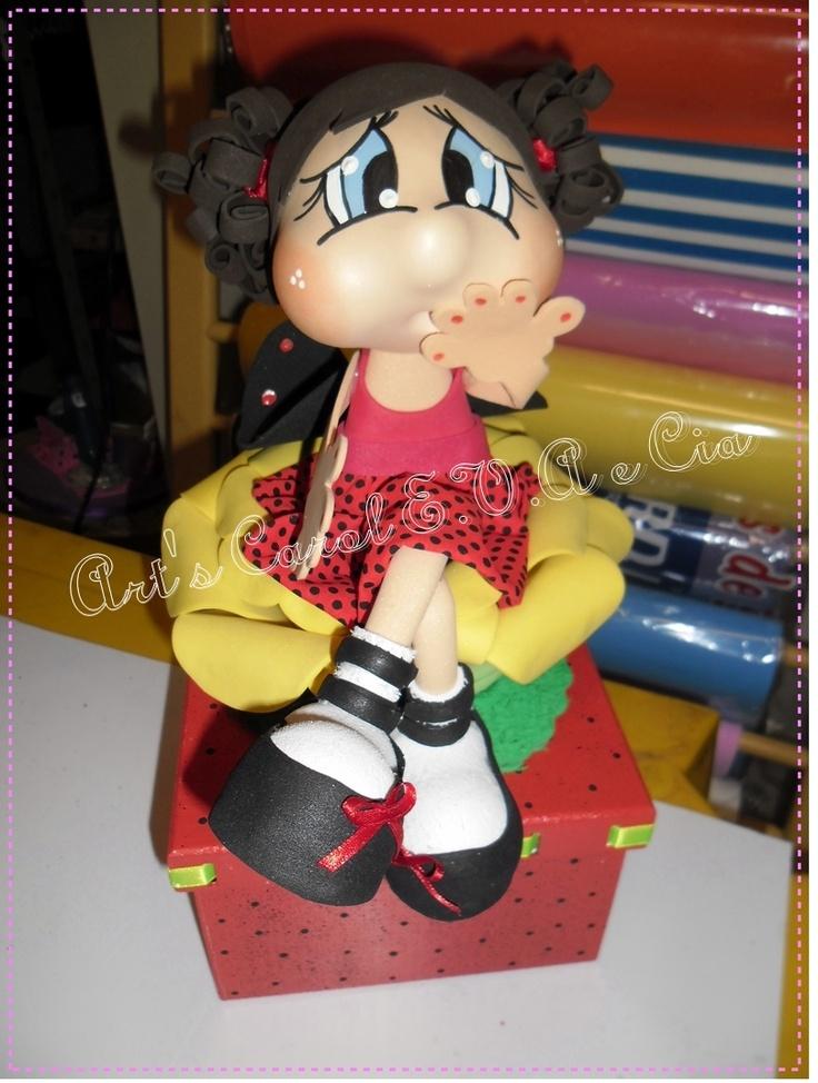 Caixa de mdf com carolucha joaninha sentada numa rosa. Blog:http:/... Orçamento:miziarabarreto@hotmail.com