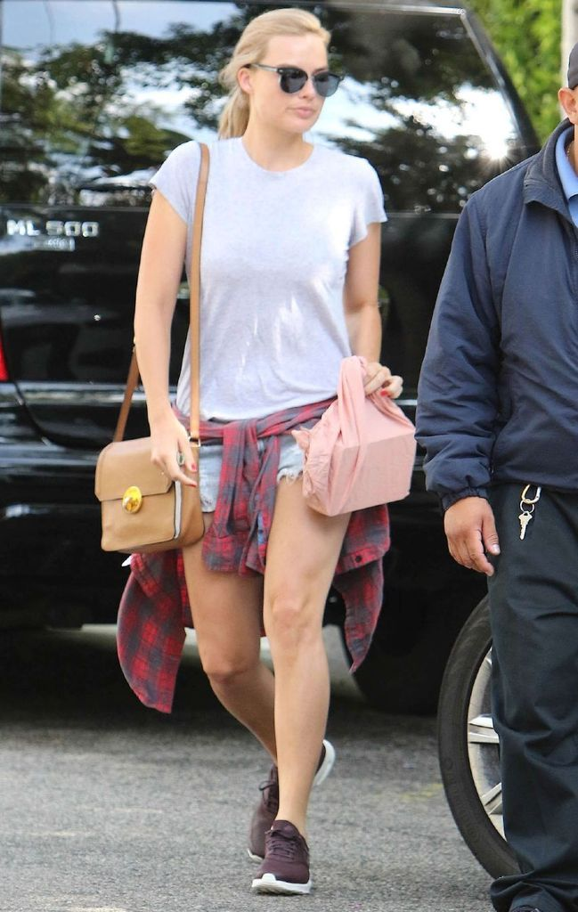 Margot Robbie – Out and About in LA : Global Celebrtities (F) FunFunky.com