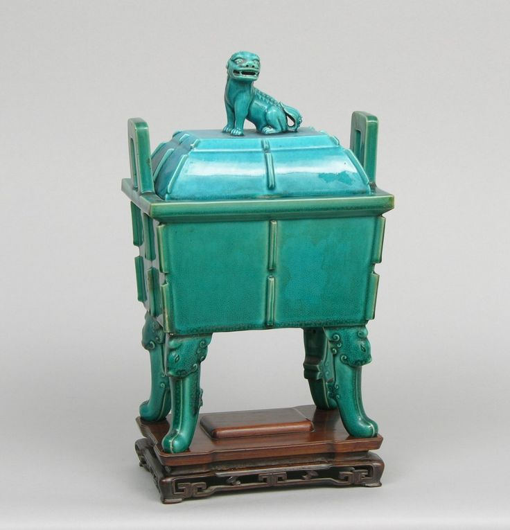 A 17th/18th Century Chinese Porcelain Casket With Lid