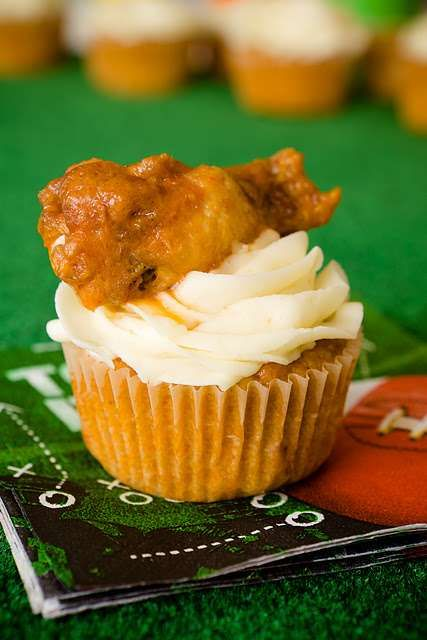 The Buffalo Chicken Cupcakes are the Perfect Game Time Snack #fourthofjuly #independenceday trendhunter.com