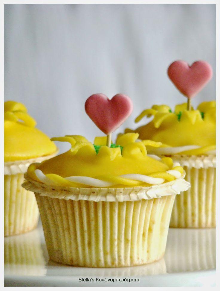 Stella's Κουζινομπερδέματα: Πώς να φτιάξετε ένα cupcake Explosion ή cupcake..Έκπληξη! http://stellamark.blogspot.com/2015/01/cupcake-exlplosion-cupcake.html