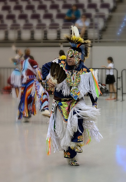 an overview of the popular sioux grass dance Among them are omaha dance used by the sioux, hot dance used by the  the  grass dance gradually evolved into the pow wow  these celebrations were  strictly social events until the 1920's when contest dancing became popular.