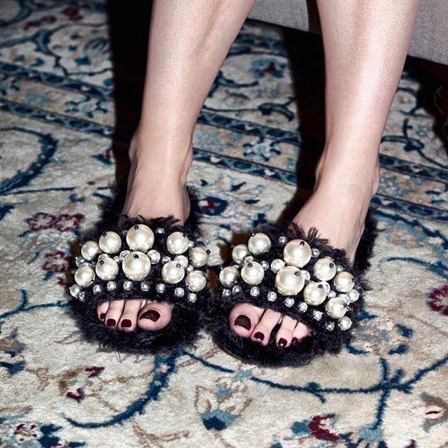 • MIU MIU • Need these fluffy @miumiu slides in my life • #miumiu #fashion #shoes #shoeporn #shoeenvy #pearls #fashionblogger  #Regram via @onedaybridal