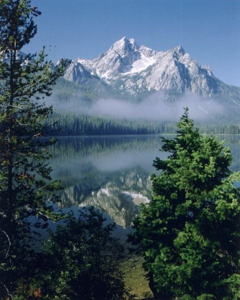 Places To Visit In Your 20s In America: Sawtooth Mountains Stanley Lake, ID.