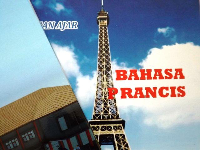 Pelajaran bahasa Prancis percakapan sekolah dan keluarga untuk SMK