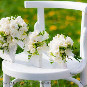 bukiet ślubny frezja biały