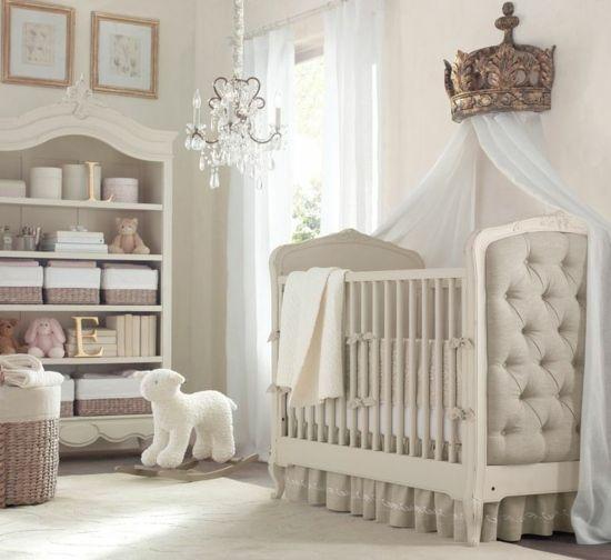 Décoration intérieure / Chambre bébé enfant nursery fille garçon unisexe / Lit berceau capitonné ciel de lit rideaux couronne / Princesse élégant raffiné classique ancien / beige blanc taupe