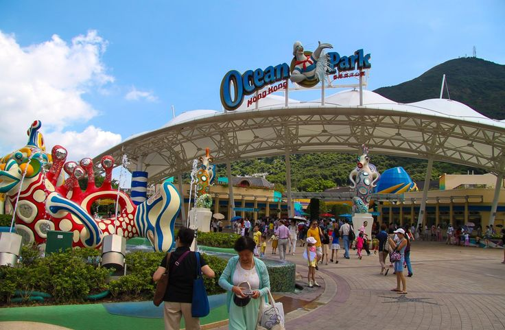 Ocean Park Hong Kong is one of the best things to do in Hong Kong with kids. Here are helpful tips for visiting this famous sea-themed attraction.