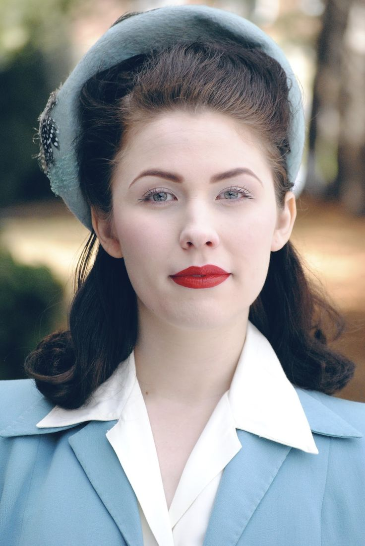 This is one of the more historically accurate 40s looks I've seen.