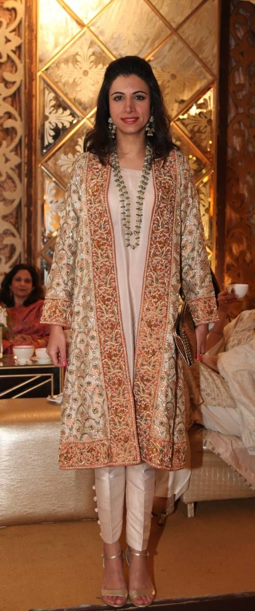 THIS WEEKS BEST DRESSED: 24th JAN, pakistani fashion this year has a touch of Arabic fashion?