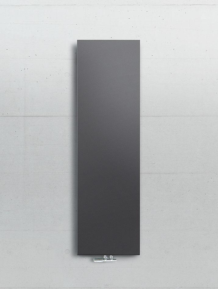 Radiador decorativo Runtal Arteplano. Sencillamente bello. Este radiador de diseño combina a la perfección materiales y superficies, la más moderna tecnología calefactora y un lenguaje formal atemporal. Las superficies lisas se calientan muy rápido e irradian un calor muy agradable. Disponible para calefacción por agua caliente o eléctrico. Radiadores Runtal de venta en Sánchez Plá http://www.sanchezpla.es/radiador-decorativo-runtal-arteplano-sencillamente-bello/